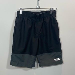 NEW Boys North Face Shorts Size M